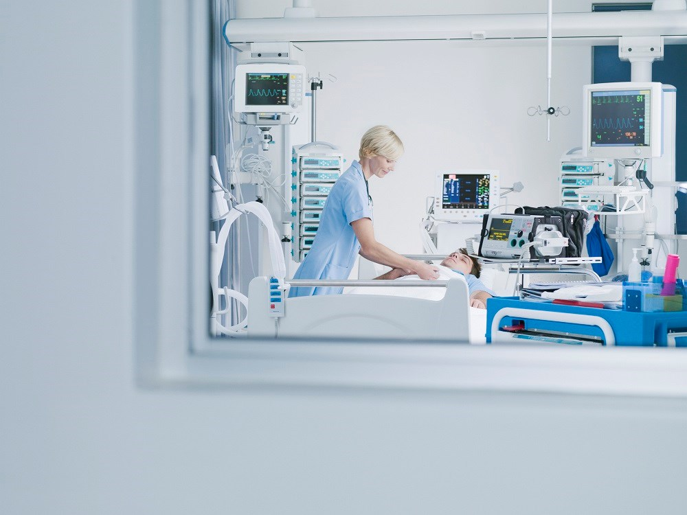 Both ICU and in-hospital mortality decreased from 57.9% to 45.5% and 59.1% to 48.4%.